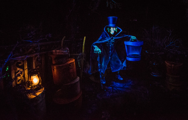 hatbox-ghost-disneyland-haunted-mansion-620x397