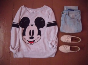 ohynes-l-610x610-sweater-pull+mickey-disney-oversized+sweater-sweatshirt-sexy+sweaters-pullover-vintage+pullover-mickey+mouse-disney+sweater-shoes